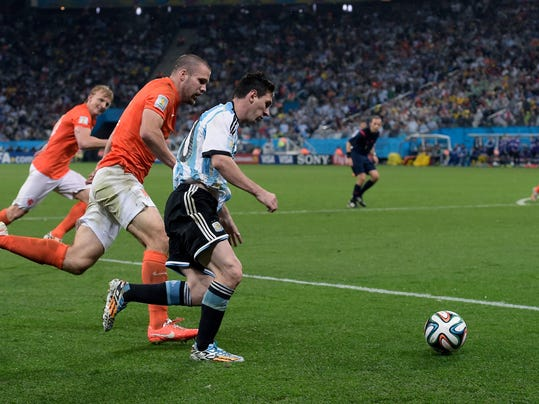 Argentina's Lionel Messi, center, runs with the ball during the World Cup semifinal soccer match between the Netherlands and Argentina at the Itaquerao Stadium in Sao Paulo Brazil, Wednesday, July 9, 2014. (AP Photo/Manu Fernandez)