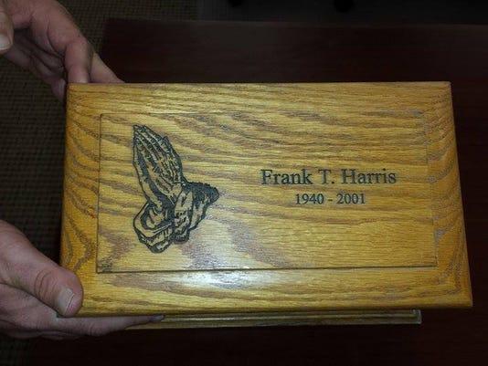 635785309842888650-Frank-Harris-urn