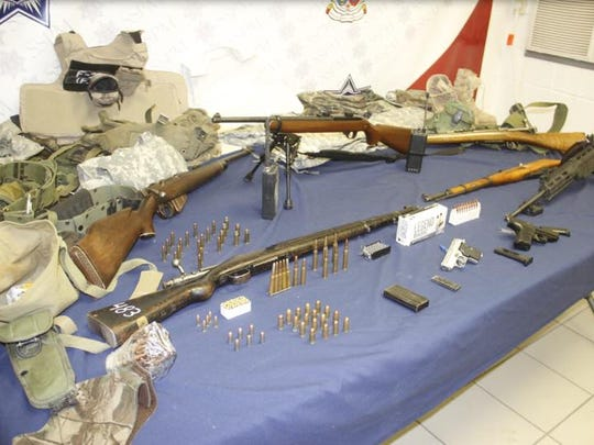 Rifles and handguns were seized during the arrest of suspected arms dealers in Juárez.