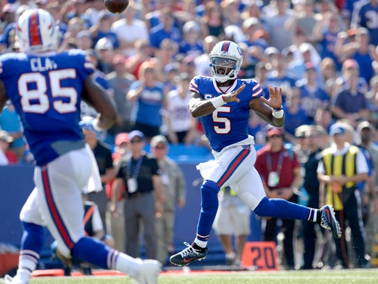 Buffalo Bills quarterback Tyrod Taylor (5) throws a
