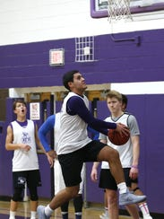 Rumson-Fair Haven  basketball players during practice