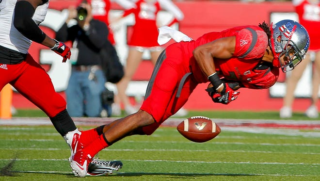 Rutgers wide receiver Quron Pratt (7) can't hold onto pass during the first half against Cincinnati on Saturday  at High Point Solutions Stadium.