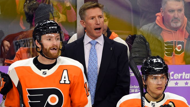 Philadelphia Flyers coach Dave Hakstol, center, calls out to his team during the first period against the Ottawa Senators. The Senators rallied to win 4-3. (Derik Hamilton, AP)