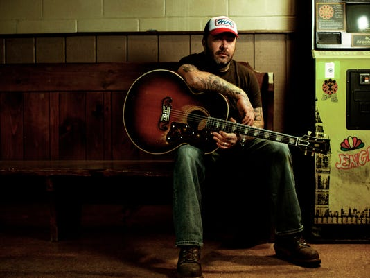 aaron lewis former staind band member goes lighter with country