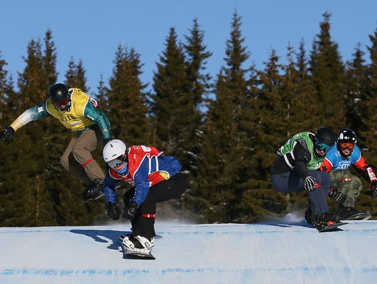 USA's Jake Vedder leads the pack during the Men's Snowboard