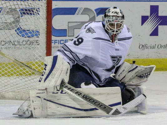 636187367290128907-sm2016-1230-iceflyers-cottonmouths-0021.jpg