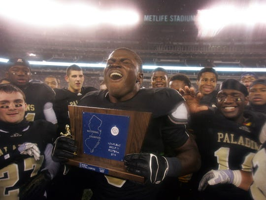 Jabrill Peppers celebrates with the victory trophy
