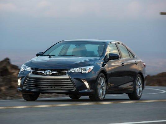 636263174185844291-2015-Toyota-Camry-Hybrid-010.jpg