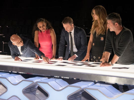 """America's Got Talent"" judges (l-r) Howie Mandel, Mel B, Chris Hardwick, Heidi Klum, Simon Cowell."