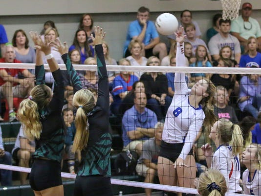 636434492799051487-sm2017-1012-catholic-volleyball-pace-0023.jpg