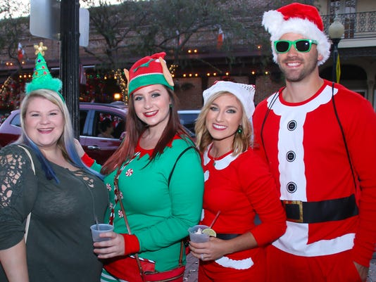 636478970567339424-sm2017-1202-5th-annual-orileys-santa-pub-crawl-toys-for-tots-shriners-0021.jpg