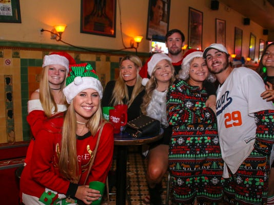 636478970653296526-sm2017-1202-5th-annual-orileys-santa-pub-crawl-toys-for-tots-shriners-0042.jpg