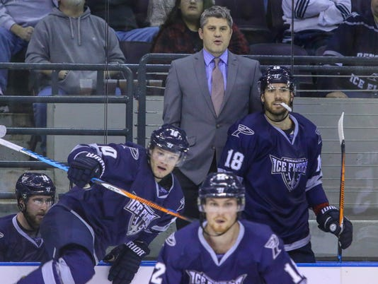 636499758294002807-sm2017-1226-iceflyers-riverkings-0010.jpg