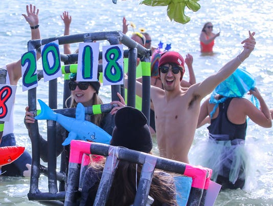 636504181630643000-sm2018-0101-new-years-day-polar-bear-dip-flora-bama-0050.jpg