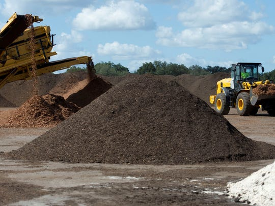 A mixture of biosolids, wood waste and horse bedding sits in piles at a CompostUSA facility in Sumter County in November 2015. The company had hoped to build a similar facility in St. Lucie County, prompting the county to begin work on an ordinance to regulate commercial composting facilities.