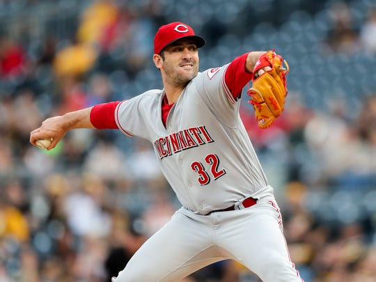 Cincinnati Reds starting pitcher Matt Harvey (32) throws