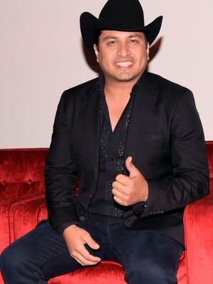 Julión asegura lo une una sincera amistad con Anahí y su esposo Manuel Velasco, gobernador de Chiapas.