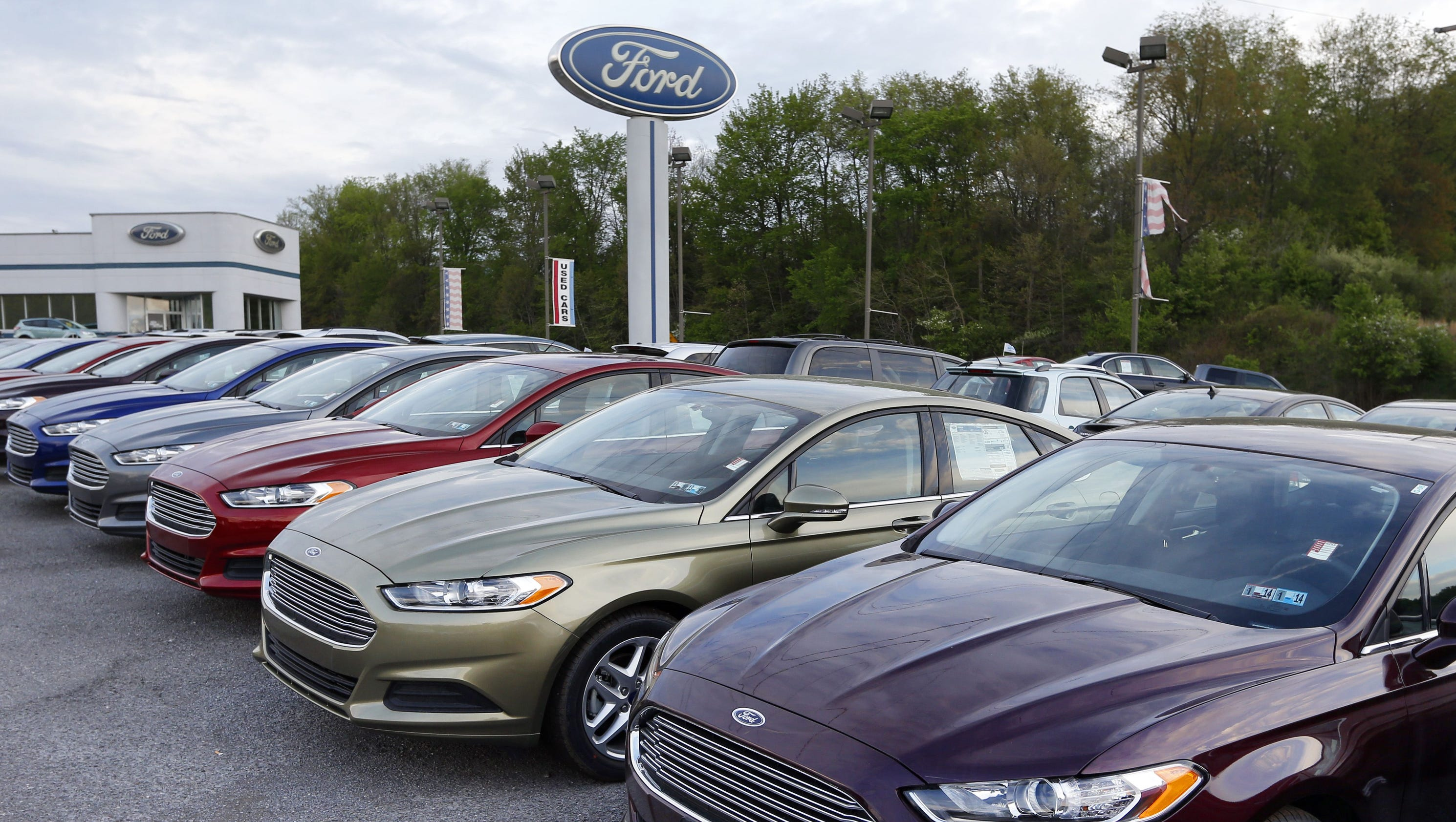 Ford gm fiat chrysler sales underwhelming as auto industry cools off Ford motor auto sales