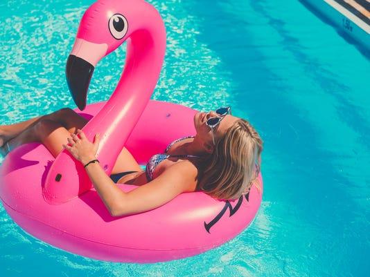 woman_pool