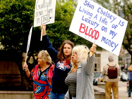 Evelyn Hopkins protests with group of fen-phen victims