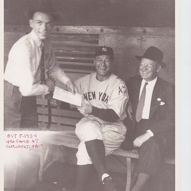 There is debate about whether this photo widely published online of Lou Gehrig and what looks like Frank Sinatra is actually authentic.