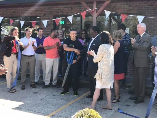 Ribbon cutting at Tony's Pizza on Louisville