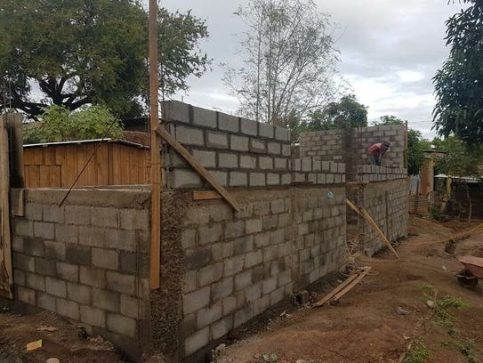 Workers construct offices at Centro de Oportunidad