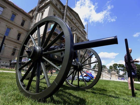 635744697960708656-capitol-cannons-5