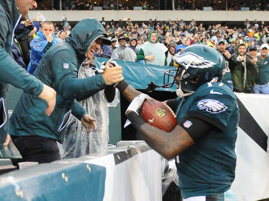 Eagles wide receiver Alshon Jeffery (right) celebrates