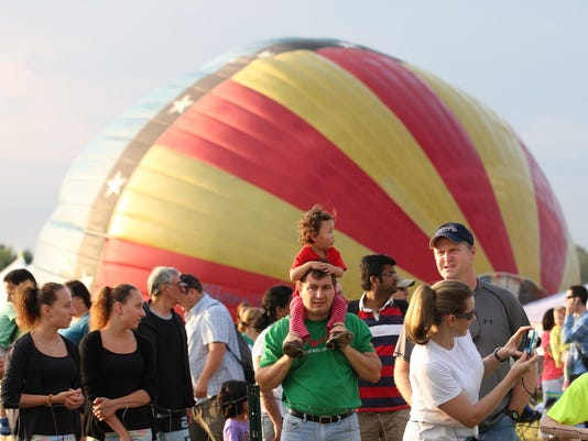 balloon photo attendees at festival
