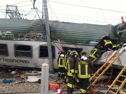 ITALY-ACCIDENT-TRAIN