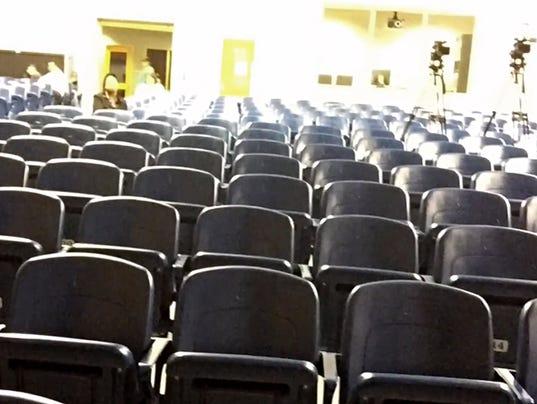 635973370570056744-chairs.jpg