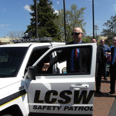 Lakewood Police Chief Robert Lawson checks out the