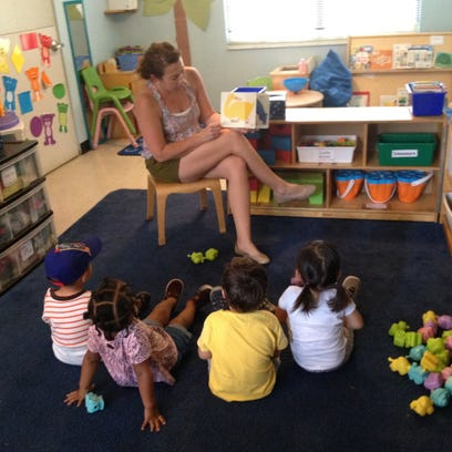 Suzanne Cloud reads to group at FSU's Infant and Toddler