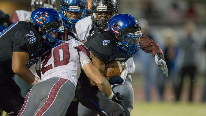 Chandler's T.J. Green rushes against Desert Ridge in the first quarter of a 2015 state semifinal game in Chandler.