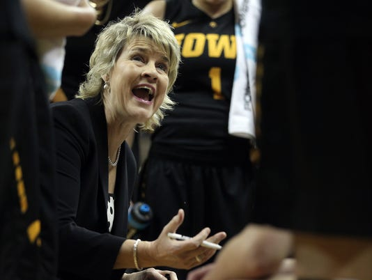 635881418640353034-IOW-1222-Iowa-wbb-vs-Drake-18.jpg