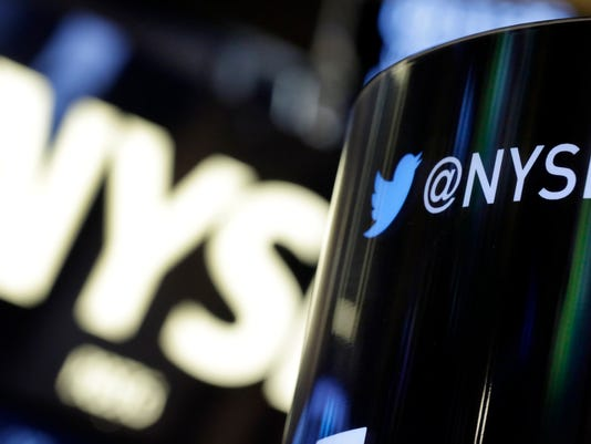 Twitter falls below IPO