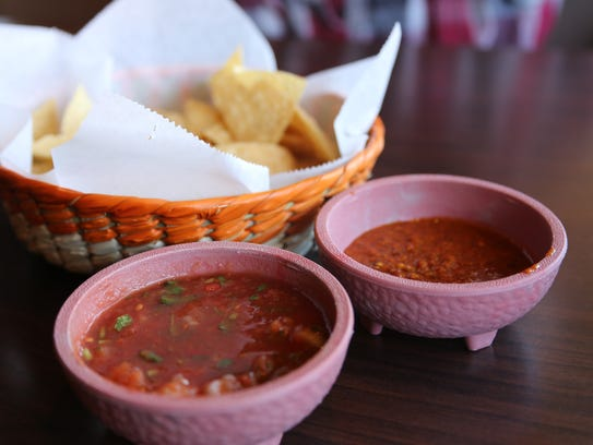 Ninfa's Mexican Grill serves complimentary chips and