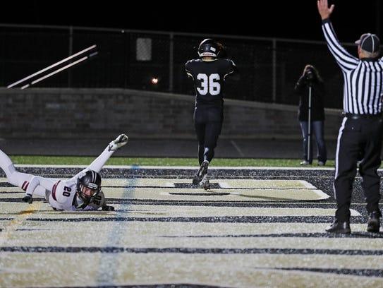 Franklin's Elliot Harris (36) catches a touchdown pass.