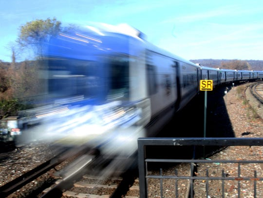 A southbound Metro-North train rounds a bend at Spuyten
