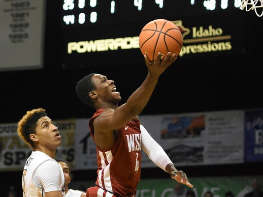 Washington State guard Viont'e Daniels drives to the basket for a layup as Idaho's Victor Sanders, left, defends on the play in the first half of an NCAA college basketball game in Moscow, Idaho, Wednesday, Dec. 6, 2017. (Pete Caster/Lewiston Tribune via AP)