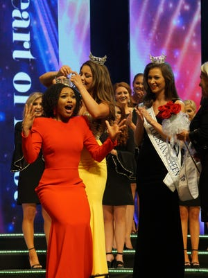Miss Louisiana 2017 Laryssa Bonacquisti crowns Miss Louisiana 2018 Holli' Conway on Saturday at the Monroe Civic Center.