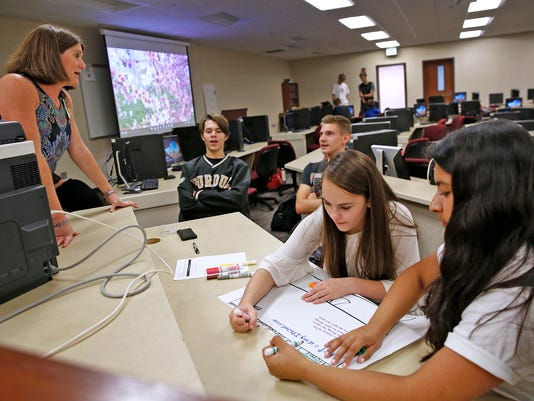 Tech educator draws more girls into computer science classes