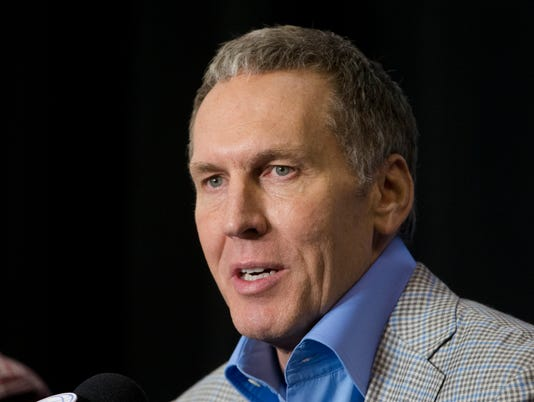 AP 76ERS COLANGELO TURN BASKETBALL S BKN FILE USA PA