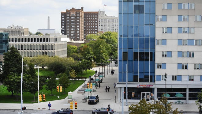 Wayne State University will reduce tuition for incoming medical students from outside Michigan next year 13.3 percent, a step officials said aims to address concerns about diversity in the program.