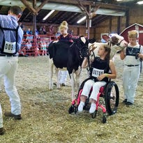 A wheelchair can't keep Columbus teen out of the show ring