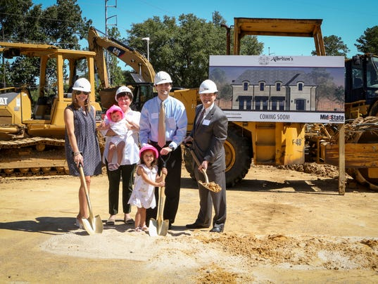 636317782686410031-Family-with-hard-hats-and-shovels-5.JPG