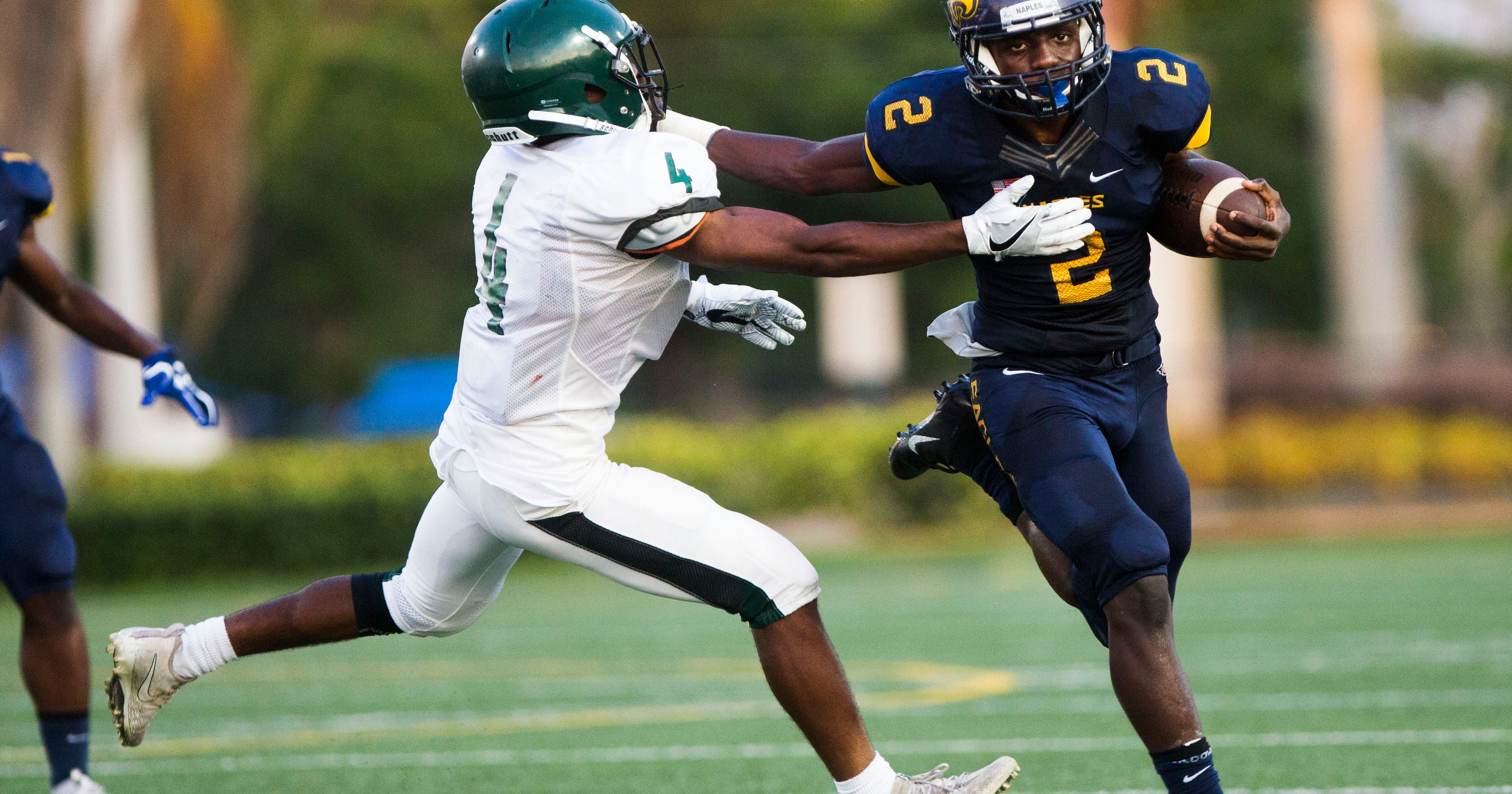 Naples High football team runs over St. Petersburg in ...