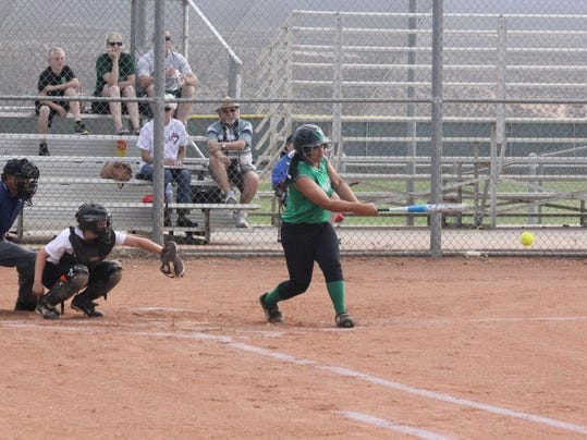 STG0516 dvt VVHS softball 3.jpg