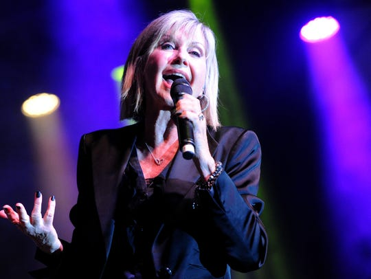Olivia Newton John sings at theThomas Fire Benefit